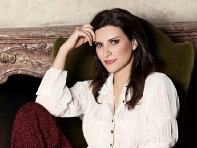 """Laura Pausini, nuovo singolo e un pensiero alla crisi: """"Il governo ascolti il nostro appello per le maestranze in difficoltà"""""""