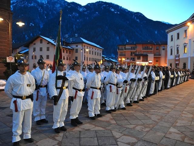 Cent'anni di Scuola Alpina: Predazzo celebra le Fiamme Gialle