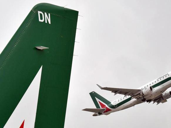Alitalia, Di Maio: quota Mef e Fs anche oltre il 50% della newco