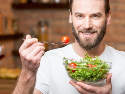 Come far mangiare meglio i cittadini? La strategia più efficace è cercare di far cambiare abitudini