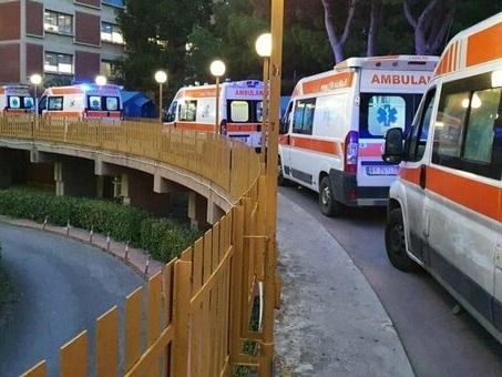 Covid Palermo, il sindaco Orlando lancia l'allarme ospedali: «Si va verso strage annunciata». Ma il commissario lo sconfessa