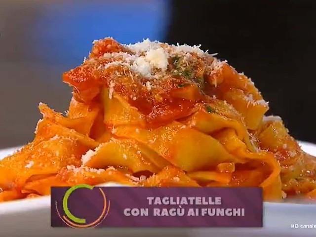 Pappardelle con ragù ai funghi tra le ultime ricette di Benedetta Parodi