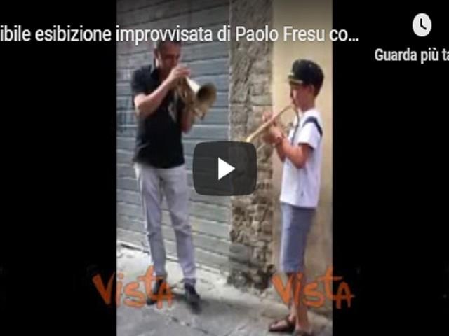 Paolo Fresu, l'incredibile esibizione improvvisata con un bambino VIDEO