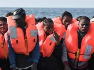 """E ora il sindaco di Lampedusa chiede aiuto a Salvini: """"Qui troppi migranti"""""""