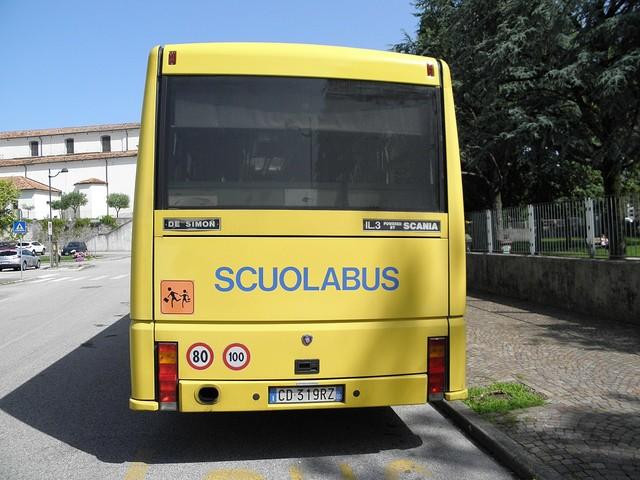 """""""È positivo all'alcoltest"""". Ma guida lo scuolabus con 52 bimbi a bordo"""