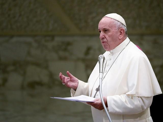 """La disavventura di un Papa come tutti noi. """"Scusate il ritardo, ero chiuso in ascensore"""""""