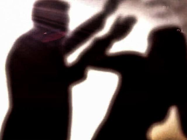 Caserta, botte alla moglie malata di cancro: arrestato