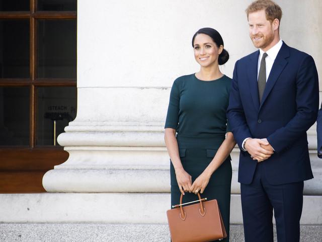 """Le politiche inglesi unite per Meghan: """"Contro la duchessa toni coloniali"""""""
