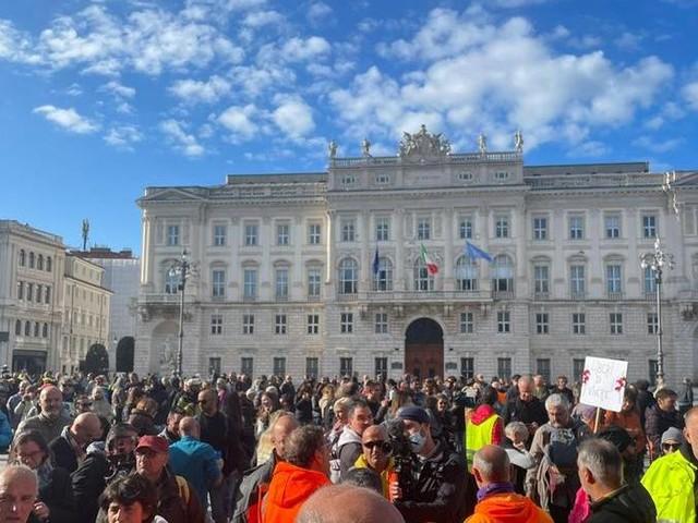 "No Green Pass a Trieste, confronto a distanza fra Puzzer e Fedriga e ""In mezz'ora"""