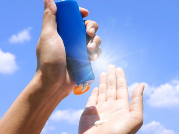 Crema solare: dopo un anno puoi usarla ancora