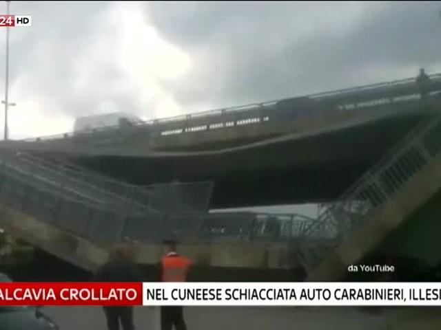 Cuneo, crolla cavalcavia su auto dell'arma