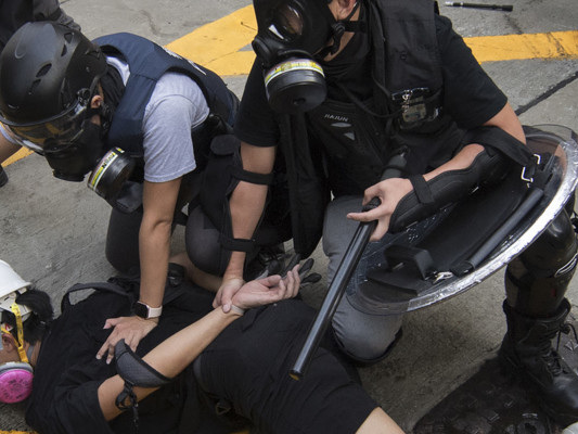 Hong Kong ancora nel caos, nuove manifestazioni dopo le violenze