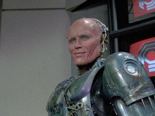 Abe Forsythe alla regia di Robocop Returns