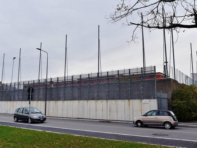 """Agente picchiato al Beccaria. La protesta della polizia penitenziaria: """"Quel carcere minorile per noi è troppo pericoloso"""""""