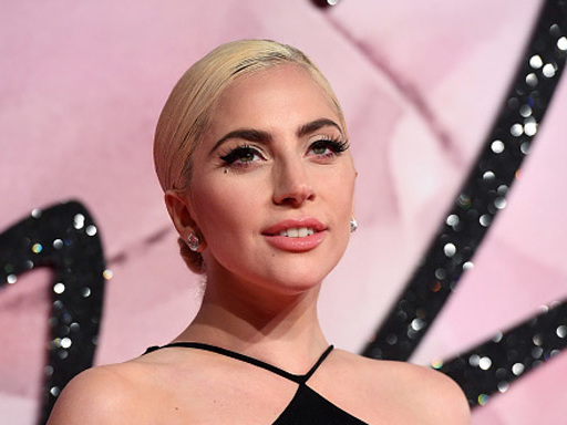 Lady Gaga ha inscenato il suo red carpet perché non poteva partecipare agli American Music Awards