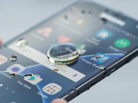 Migliori smartphone IP68 impermeabili: guida all'acquisto per l'estate 2019