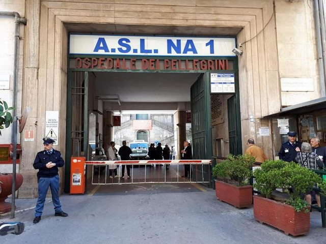 Napoli, paura in ospedale: spari contro un pregiudicato già ferito