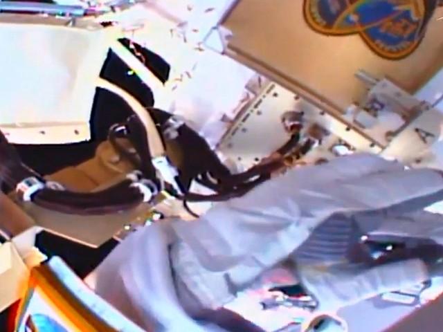 Luca Parmitano, passeggiata nello spazio di sei ore per l'astronauta italiano: le immagini a 400km sopra la Terra
