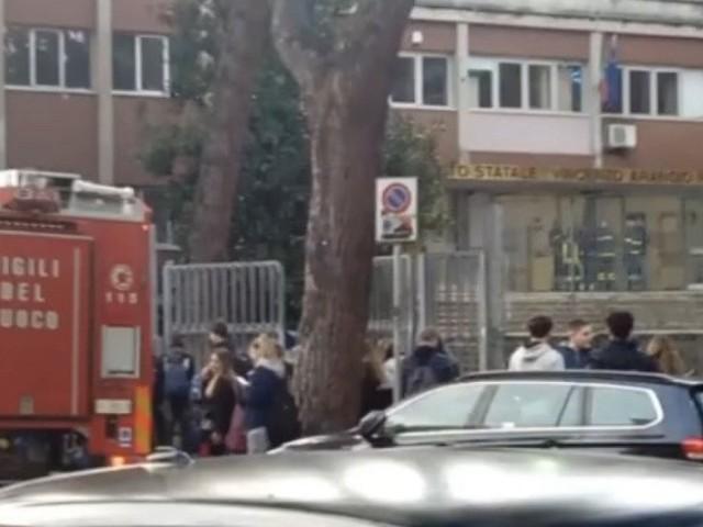 Roma, istituto Ruiz dell'Eur vandalizzato. Resta chiuso fino al 25 novembre