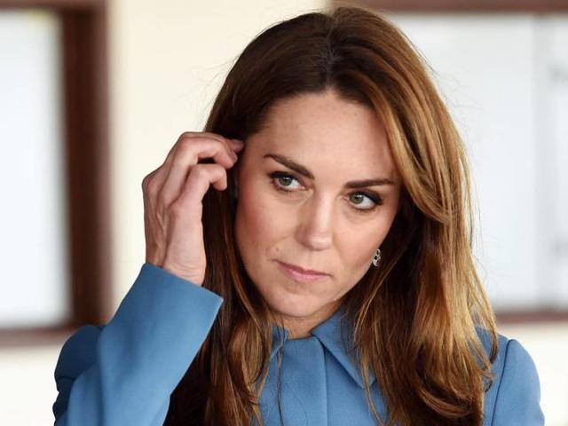 Vestito rosso fuoco per Kate Middleton e il look fa impallidire la duchessa di Sussex
