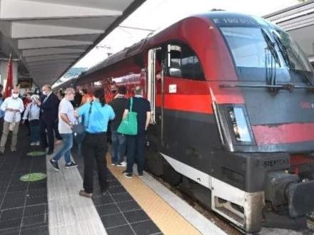 Ladro in azione sul Trieste-Vienna: denunciato dalla Polfer