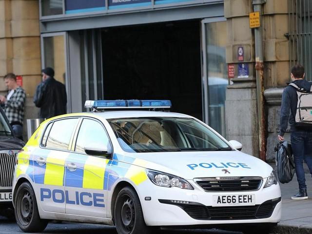 Manchester, almeno quattro persone accoltellate fuori da un centro commerciale