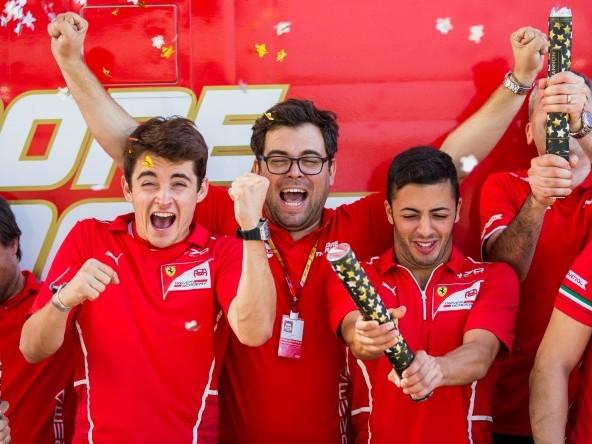F1 | Leclerc raggiunge Verstappen…nelle candeline