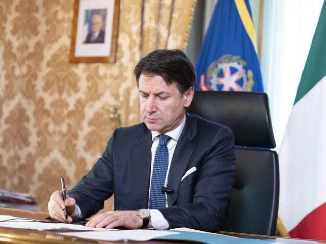 Covid-19, Conte ha firmato il nuovo Dpcm: tante attività chiuse