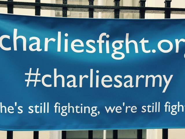 L'agonia del piccolo Charlie e il declino di un'informazione senza saperi