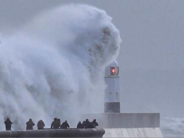 CRONACA EUROPA. NEVE sui paesi dell'Est, PIOGGIA e venti di tempesta ad ovest