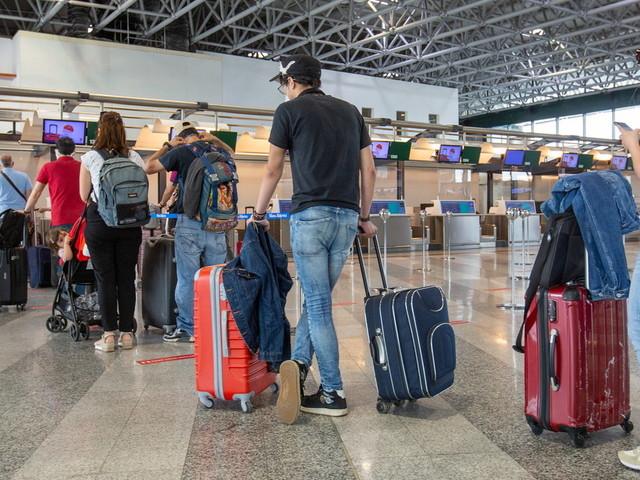 Covid, l'odissea degli studenti positivi bloccati all'estero: da Malta a Dubai all'isola greca di Ios