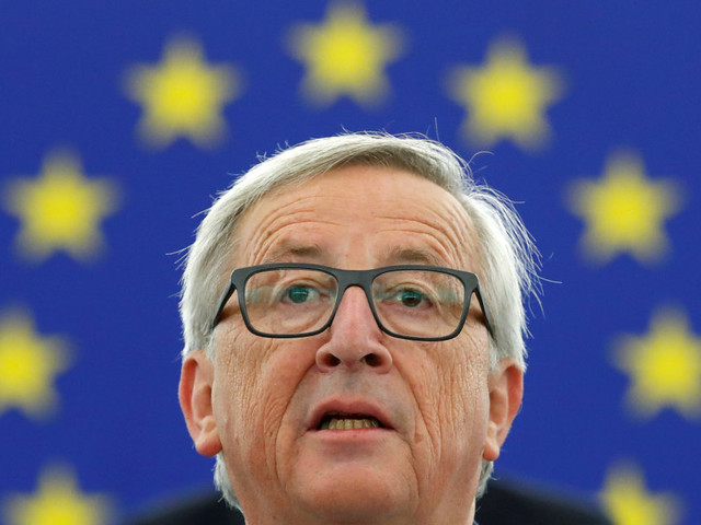 Juncker (e Blair) tentano di cavalcare le agitate onde europee: per salvarsi senza soluzioni