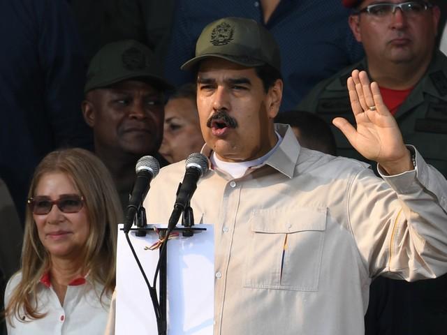 Venezuela, Maduro ammette il collasso dell'economia