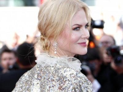 A Cannes fuori concorso, sul red carpet il fascino magnetico di Nicole Kidman