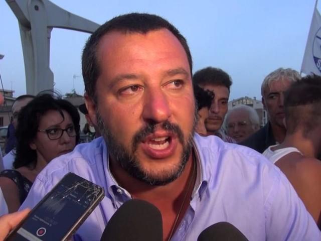 Russiagate, Salvini snobba giornalista di Report che lo accusa: 'Lei ha mentito'