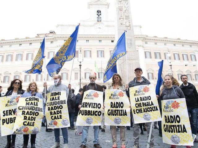 Nuovo sit-in davanti a Montecitorio per Radio Radicale