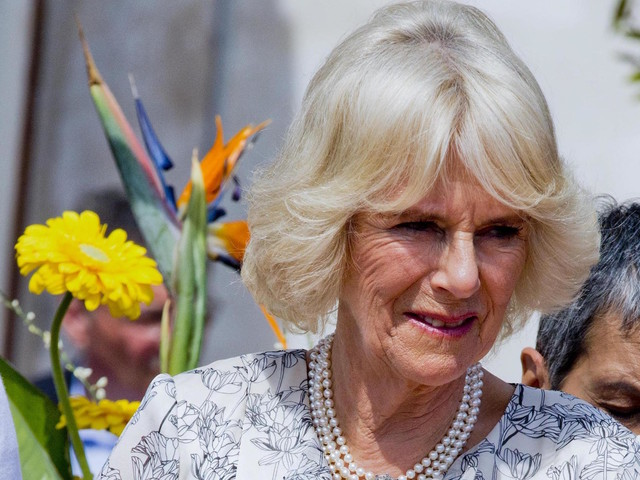 """Regina Elisabetta contro Camilla: """"è malvagia"""". Ecco cosa è successo"""