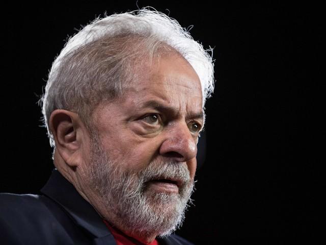 Già due condanne e altri otto processi: ma l'ex presidente Lula è già tornato in libertà