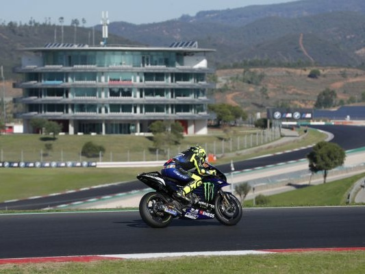 DIRETTA MotoGP, GP Portogallo LIVE: Miguel Oliveira vince in casa su Miller e Morbidelli, Dovizioso 6°, Valentino Rossi 12°
