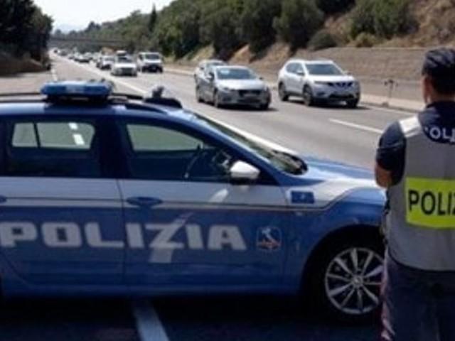 La polizia multa le auto in corsia d'emergenza sulla tangenziale