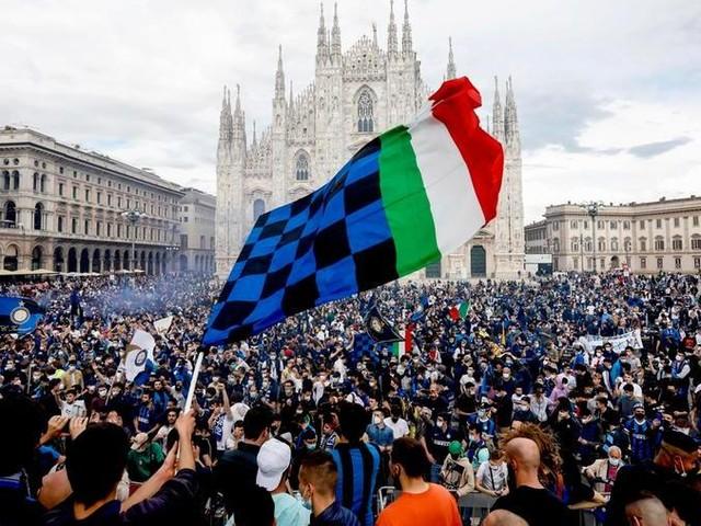 Scudetto all'Inter, la polemica continua: il Comune non chiude alla festa in piazza l'8 maggio