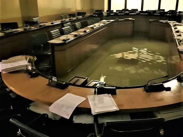 «La Lega di Zaia vota contro il contrasto ai cambiamenti climatici e dopo due minuti l'aula consigliare viene sommersa»