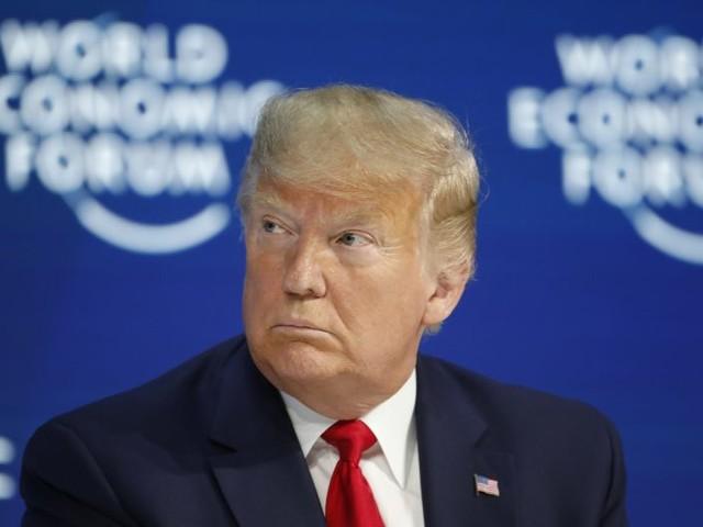 Le élite si inchinano a Trump