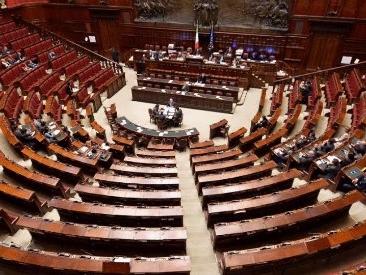 Sondaggi, Lega vicina al 32% e anche il M5s cresce. Calano il Pd e Forza Italia. Manovra promossa dal 52% degli elettori