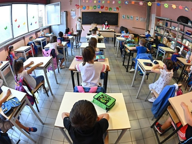 Quarantena per docenti e studenti, in arrivo nuove regole: differenze tra vaccinati e non vaccinati. Scarica BOZZA documento ISS [PDF]
