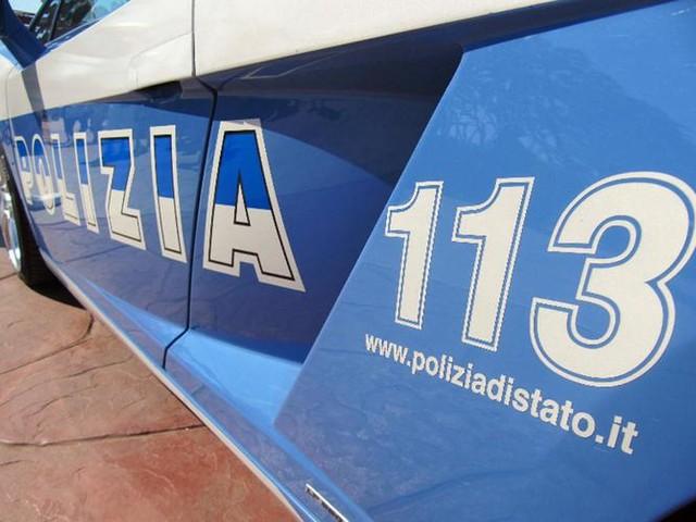 Moto fugge all'alt della polizia, due denunciati e sanzionati