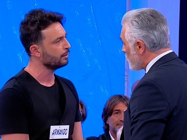 Uomini e Donne Over: Michele e Armando, lite folle, Maria De Filippi interviene
