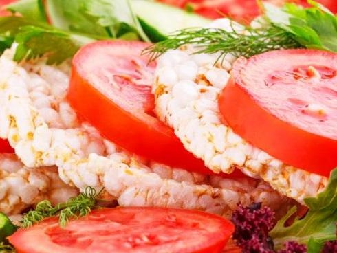 """Gallette di riso """"fai da te"""": vegan, gluten-free e saziano senza appesantire"""