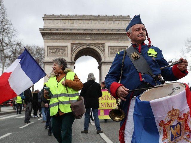 Pochi, pacifici e controllati Parigi esce illesa dai gilet gialli