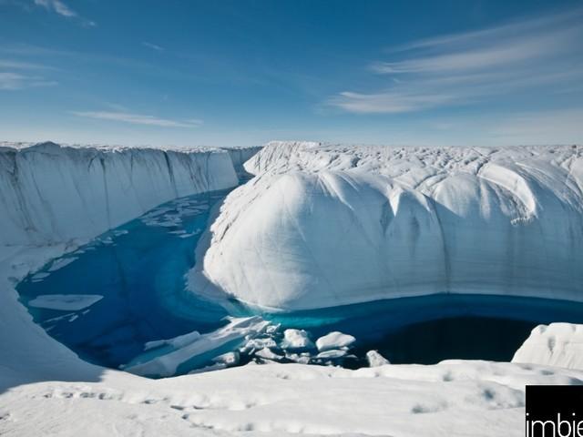 Il ghiaccio della Groenlandia si sta sciogliendo più velocemente del previsto (VIDEO)